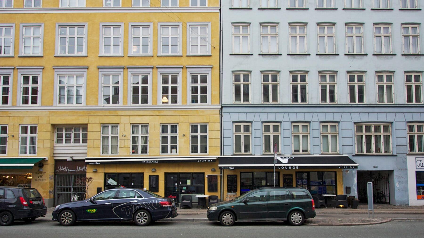 Foto af boligforening med caféer i stueetagen